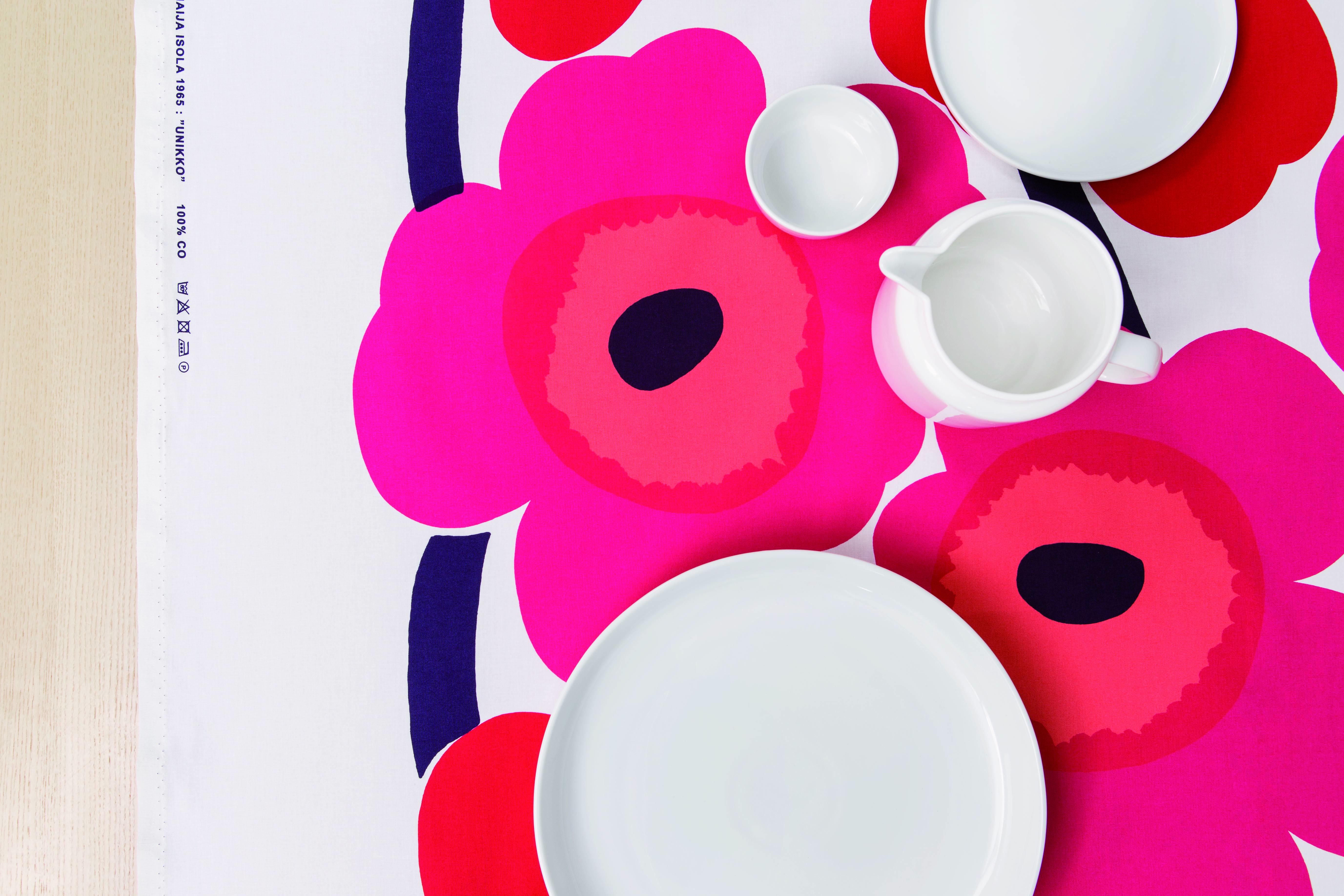 マリメッコ テーブルコーディネートのイメージ