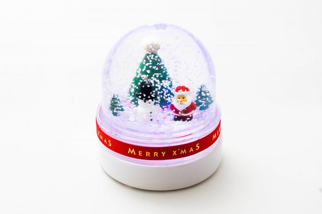 [Christmas in metsä village]  Snowy Christmas Snowdome 1