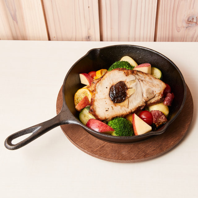 Roast pork with apples and prunes