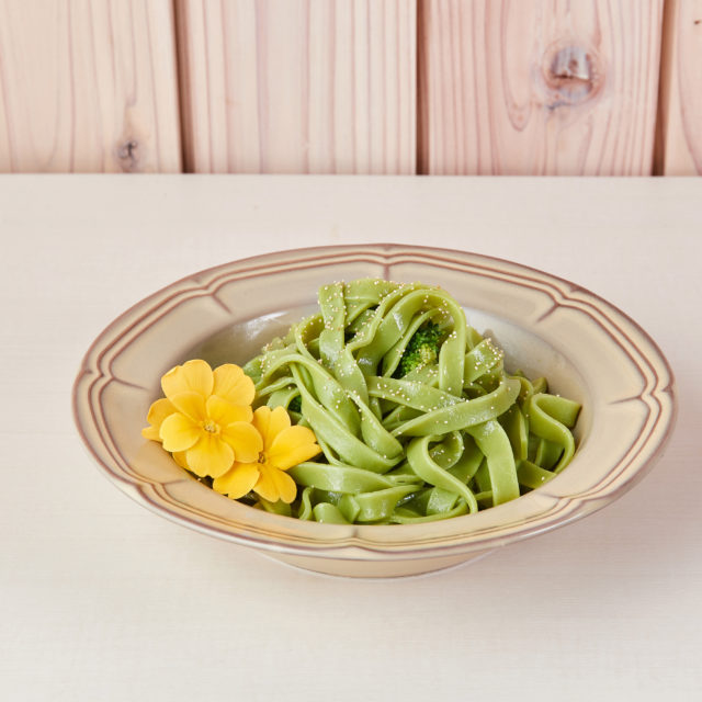 Green hat pasta