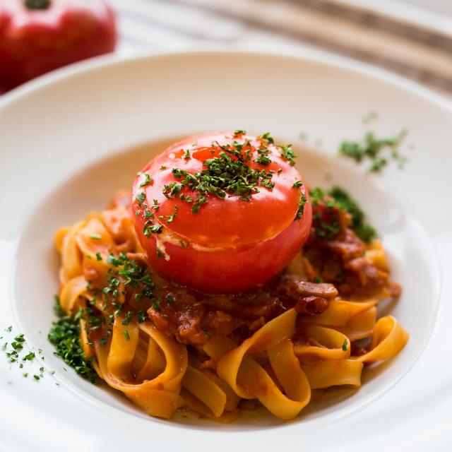 丸ごとトマトのナポリタン