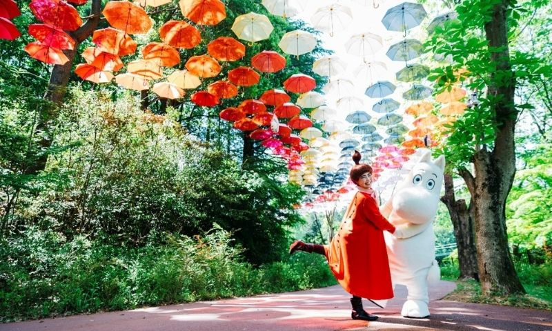 """""""Moominvalley and Umbrella"""", one of the largest in Japan with about 1,200 umbrellas, will be held in spring and summer at Moominvalley Park, which is surrounded by abundant nature!"""